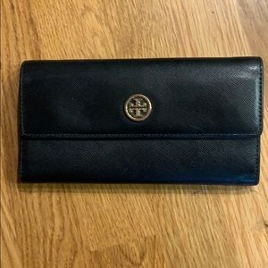 Good condition Tory Burch tri-fold wallet!